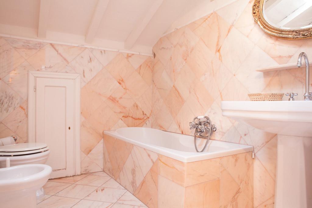 Bagni in marmo rosa portogallo: marmo rosa portogallo arredamento