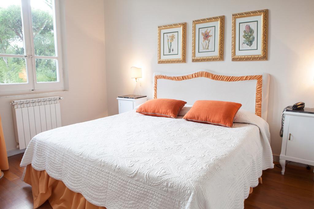 Camere in affitto a ronchi marina di massa relais la villa for Camere affitto