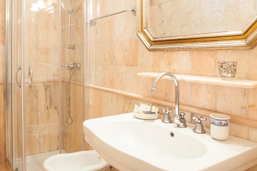 Bagni In Marmo Di Carrara : Rooms for rent in marina di massa relais la villa tuscany